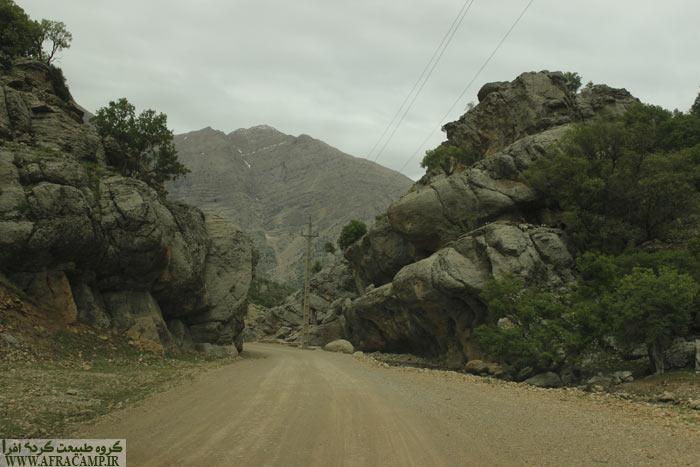 ترکیب جالب صخره ها در منطقه نزدیک به آبشار چکان
