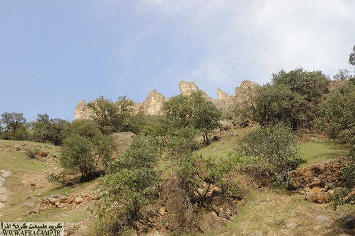 ترکیب جالب صخره ها در نزدیکی دره رود دز