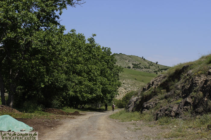 From the main road to Naposhteh 6 Km dirt road lies ahead.