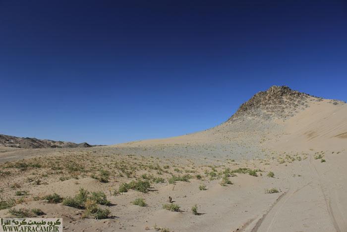 گشت و گذار در تپه های ماسه ای اطراف روستا