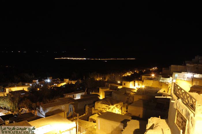 روستاها در شب همچون جزیره هایی در دل دریا روشن هستند.