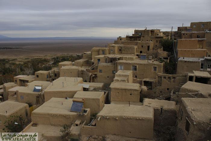 منظره خانه های قلعه بالا از پشت بام اقامتگاه ارگ