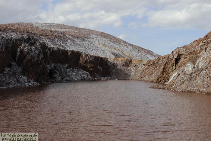 دریاچه جالب گنبد نمکی قم حاصل از فعالیت معدن قدیمی
